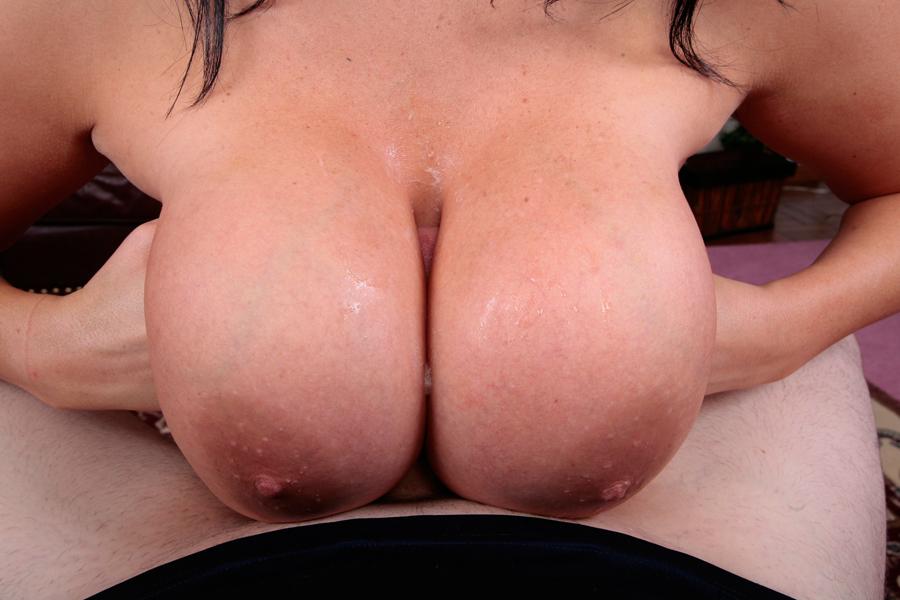 busenfick mit prallen brüsten