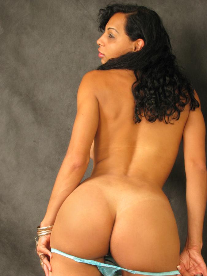 reife latina nackt von hinten
